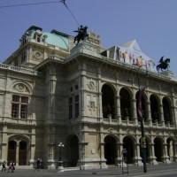 Viena com turismo e futebol.