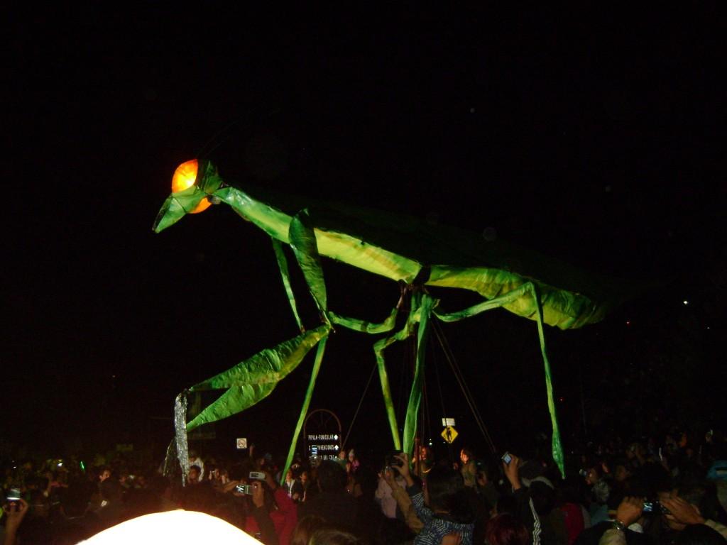 Gafanhoto gigante em Guanajuato durante o festival.
