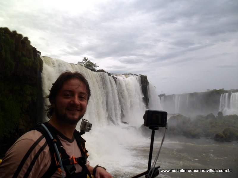 Mochileiro e as cataratas brasileiras
