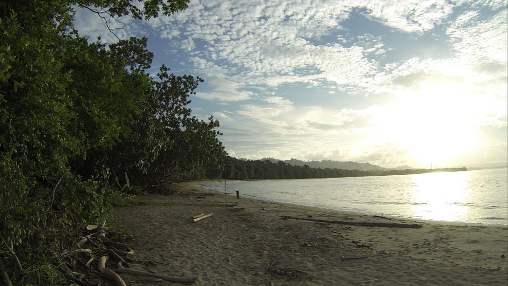 Praia Cahuita, dentro do parque de mesmo nome.