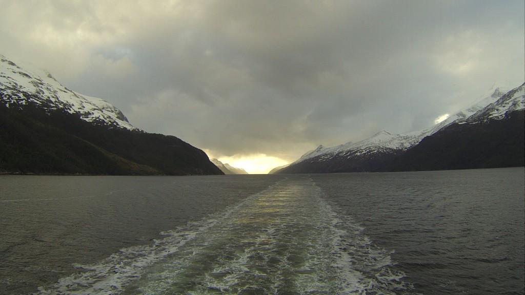 O rastro do navio na avenida dos glaciares
