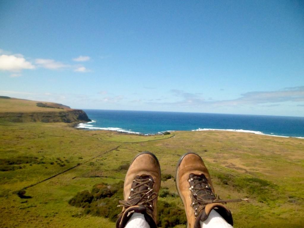 Minhas botas em uso na Ilha de Páscoa