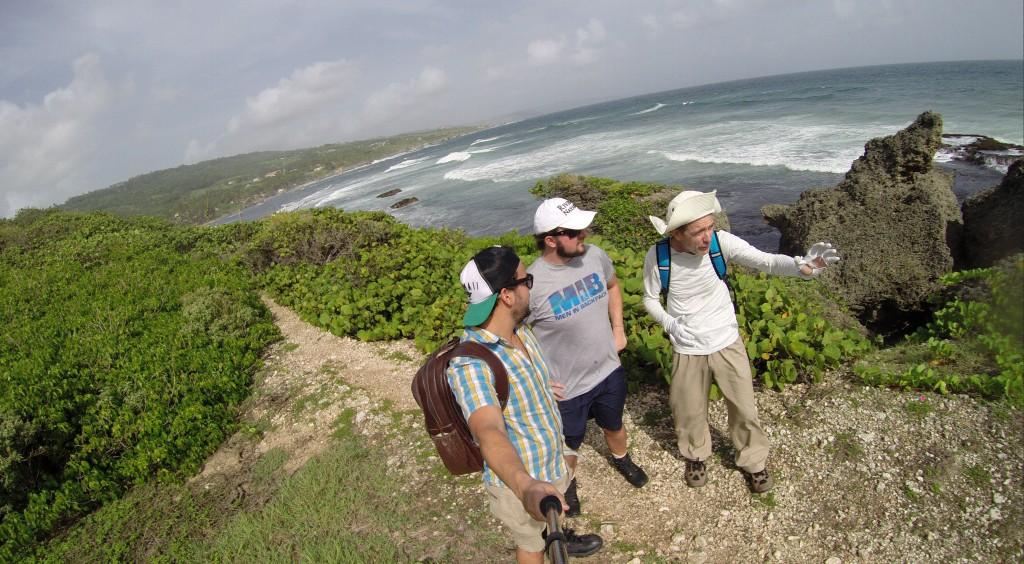Um belo hikking pelo litoral da ilha