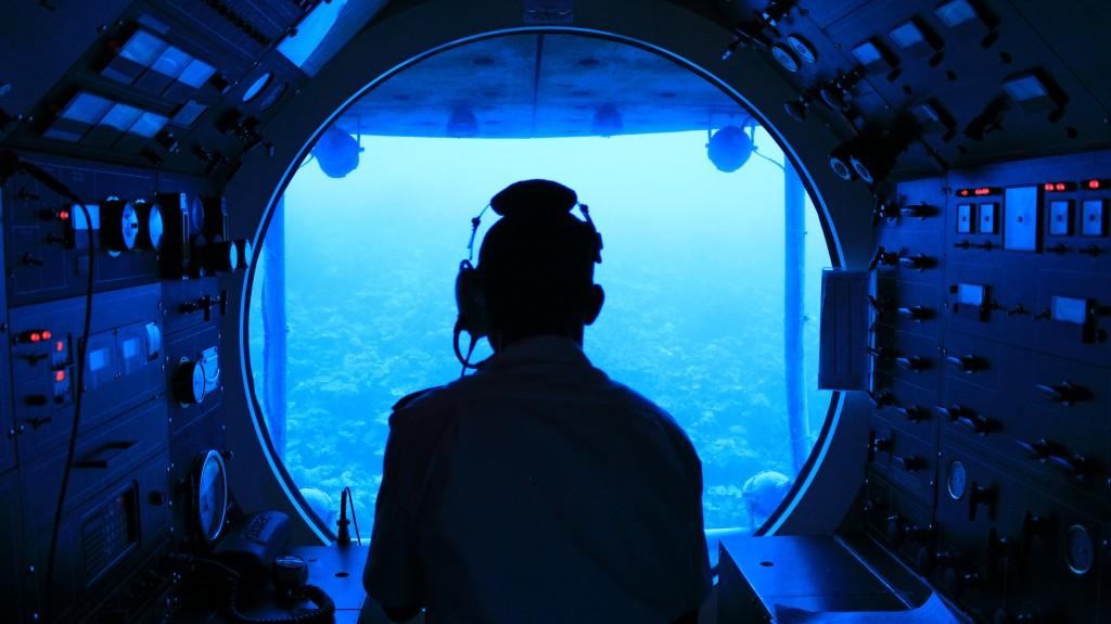 Uma visão da cabine de comando do submarino