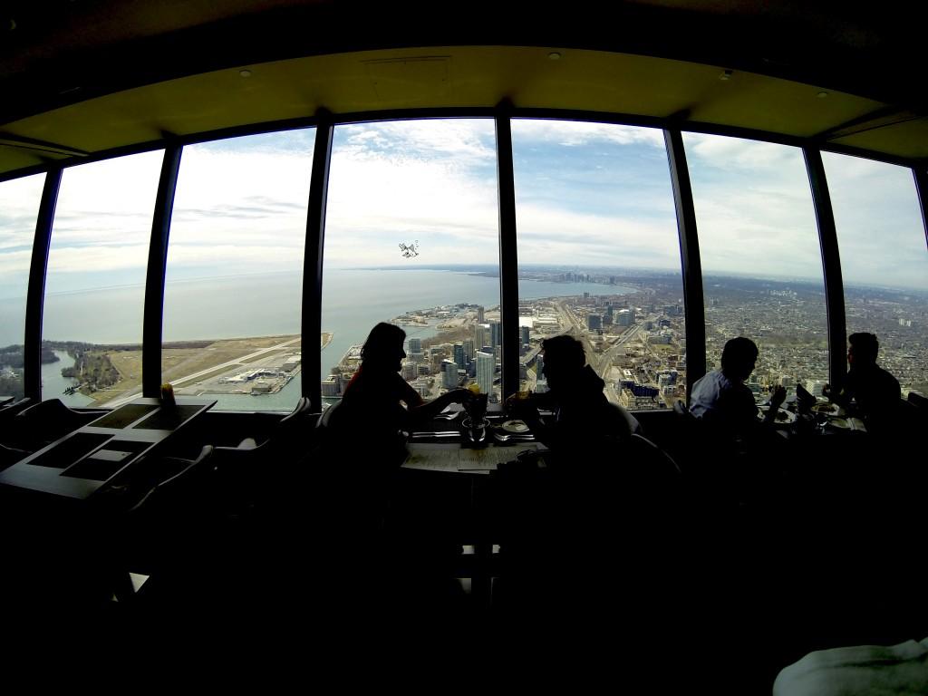 Almoço no 360, o restaurante giratório da CN Tower