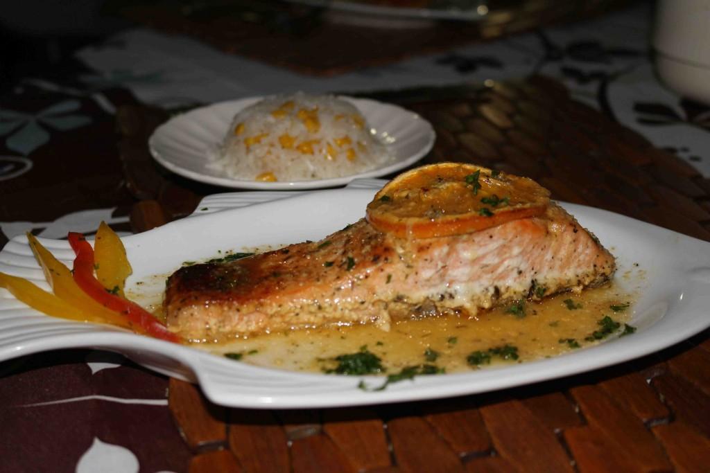 O delicioso salmão ao molho de laranja que eu comi!