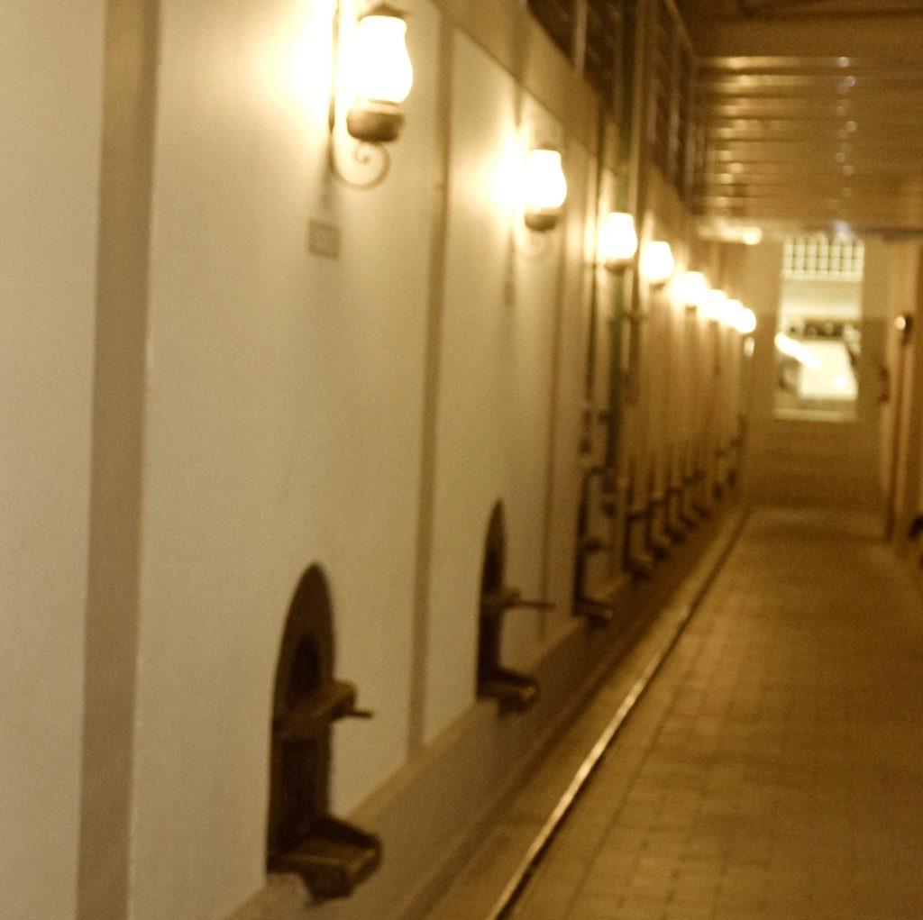Instalações internas onde o vinho é armazenado