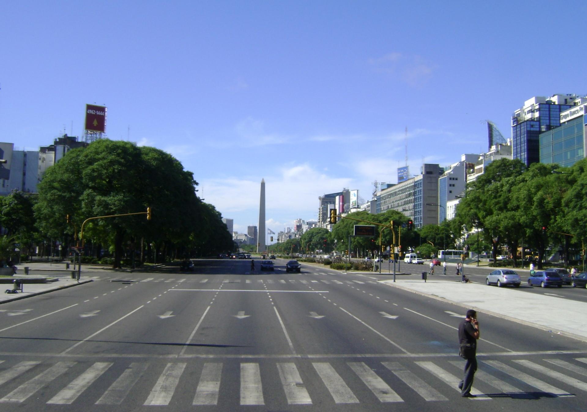 Av. 9 de julio,a mais larga do mundo, em Buenos Aires